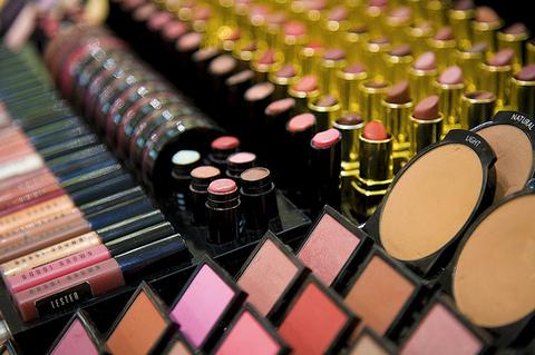 cosmetics department-thumb-480xauto-1007