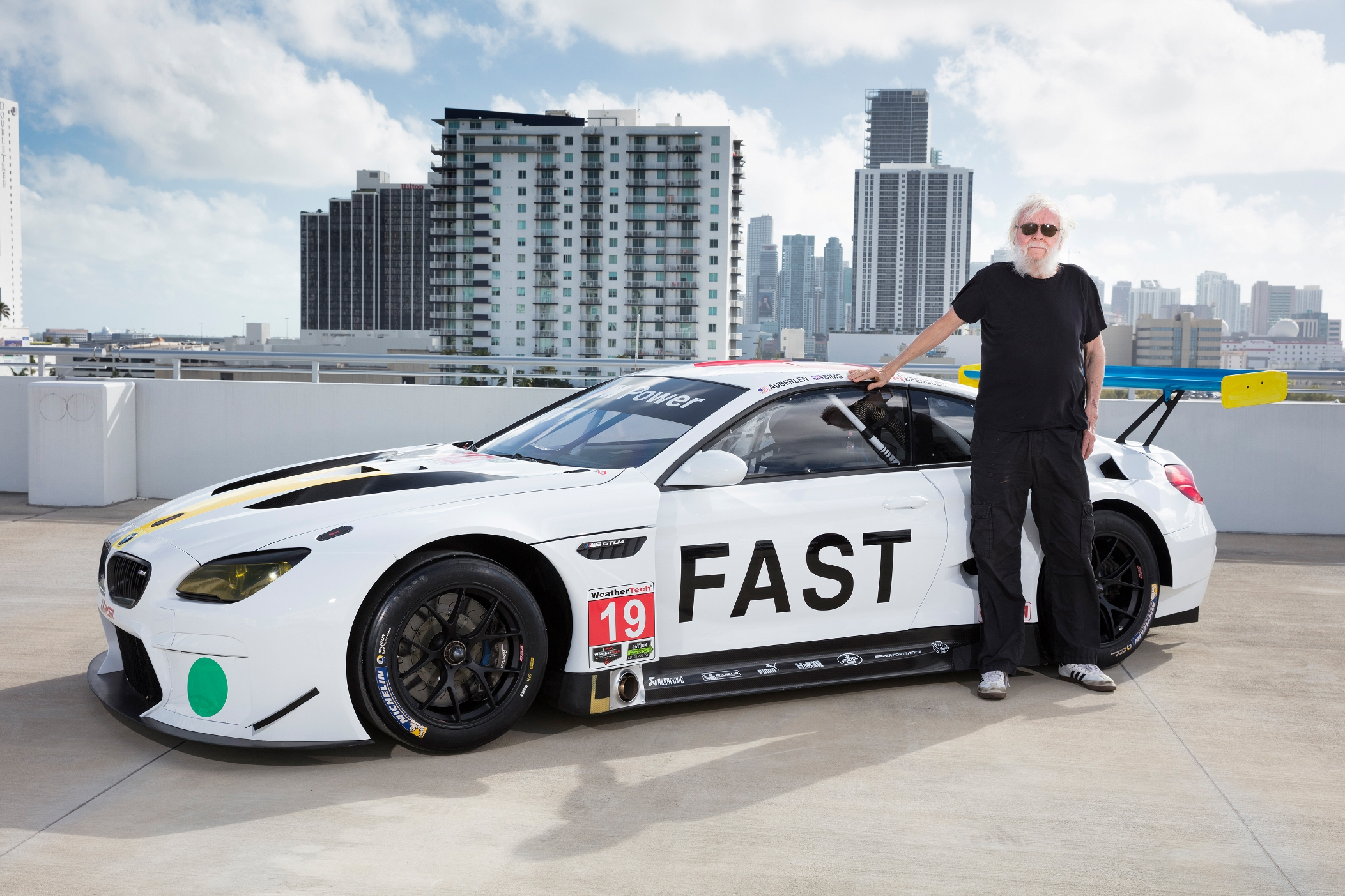 American contemporary artist John Baldessari with the 19th BMW Art Car in Miami. Американский художник Джон Бальдессари с 19-й BMW Art Car в Майами Photography by Chris Tedesco. © BMW AG.